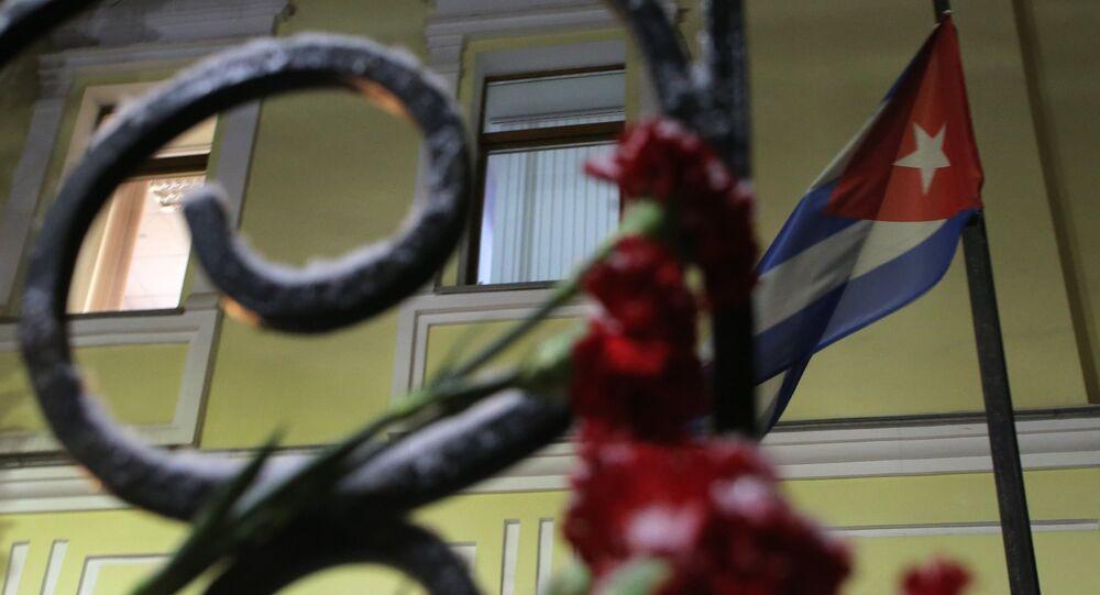 Des fleurs devant l'ambassade de Cuba à Moscou