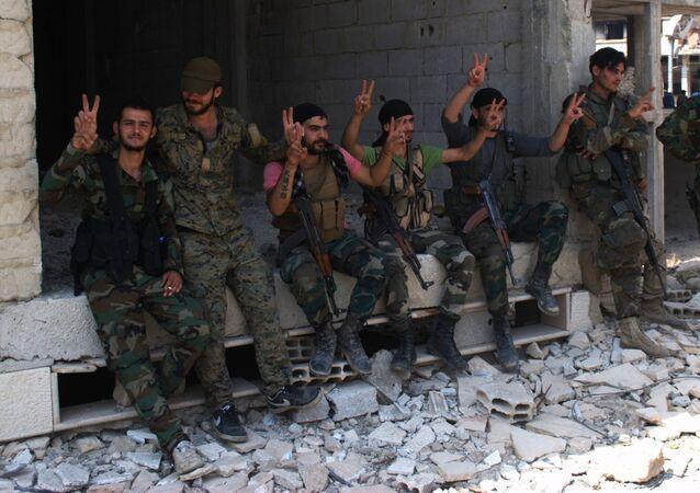 Soldats syriens combattant à Alep
