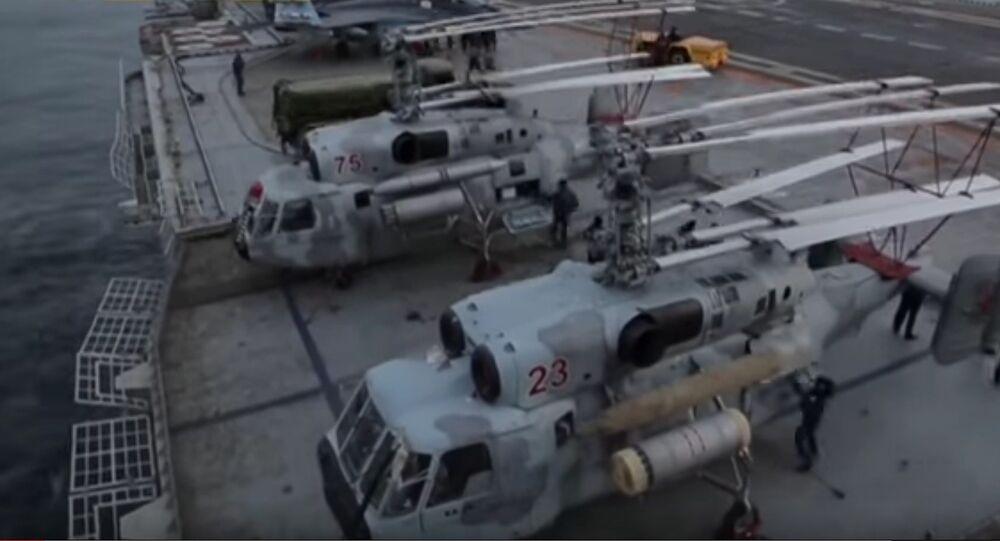 Les images du décollage des Ka-52K depuis un porte-avions russe
