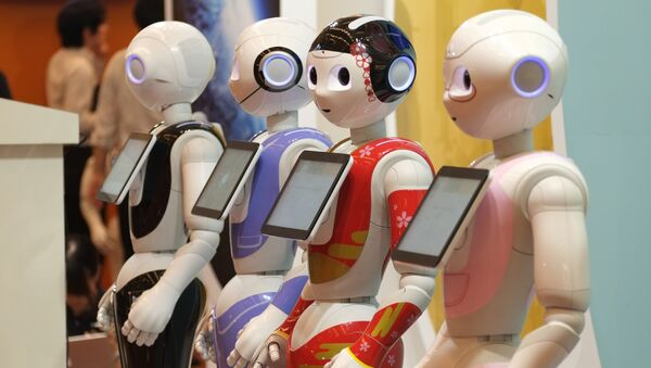 Japan's telecom giant Softbank's Pepper humanoid robots are displayed at a hotel in Tokyo on July 20, 2016, ahead of the exhibition Pepper World 2016 Summer starting on July 21. - Sputnik France