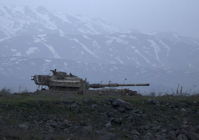 Un vieux char israélien dans le Plateau du Golan, territoire disputé entre Damas et Tel Aviv