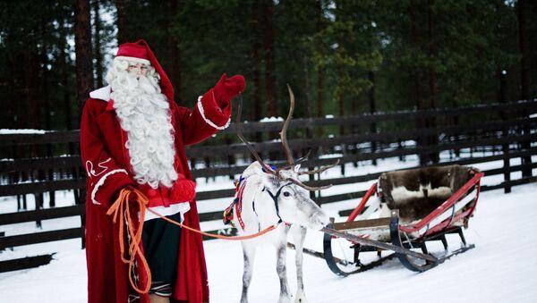 Le Père Noël avec ses rennes - Sputnik France
