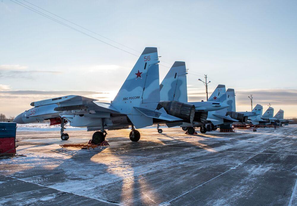 Des Su-35 sur l'aérodrome Besovets en Carélie.