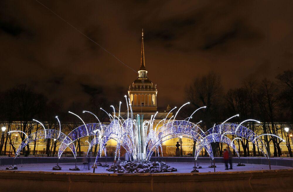 Vue sur l'Amirauté à Saint-Pétersbourg