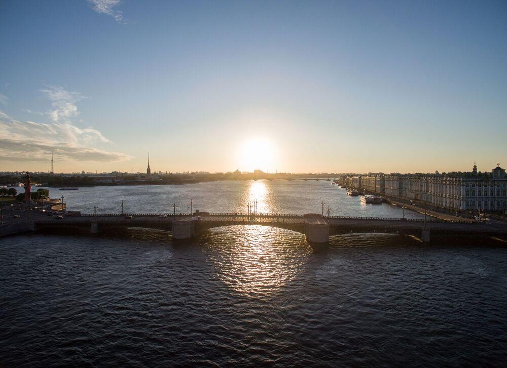 Le Pont du Palais à Saint-Pétersbourg