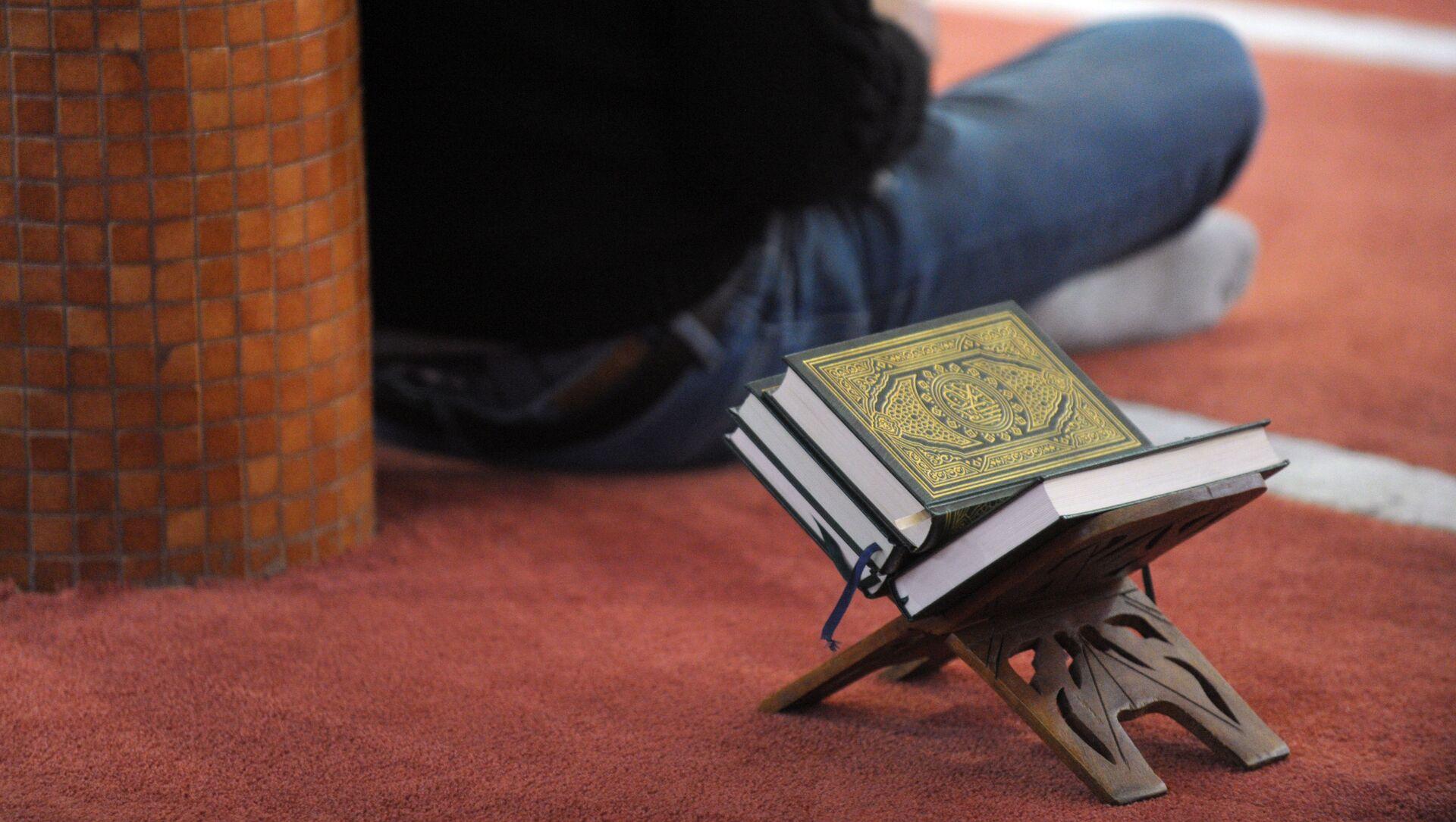 Dans une mosquée - Sputnik France, 1920, 23.07.2021