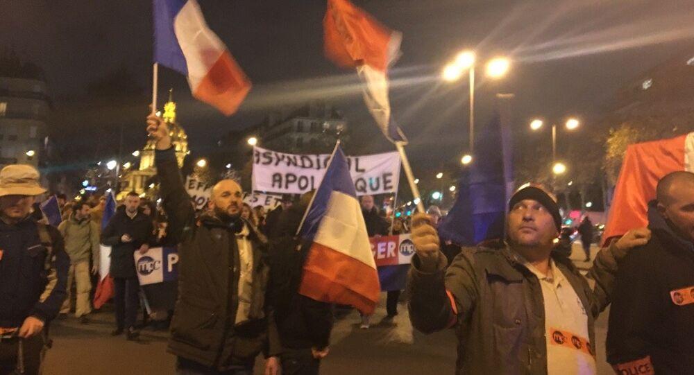 Première manifestation autorisée pour les policiers en colère