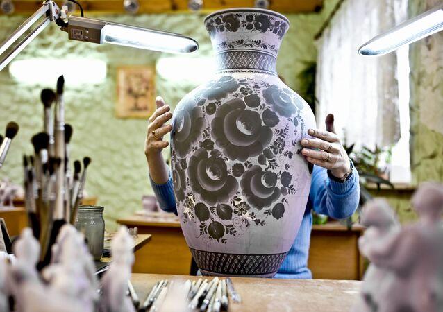 La production de la céramique de Gjel
