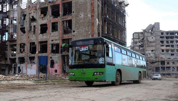 Автобус в разрушенном Алеппо - Sputnik France