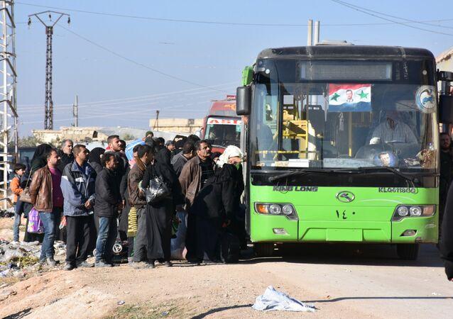 Un premier groupe évacué des villages chiites d'Idlib
