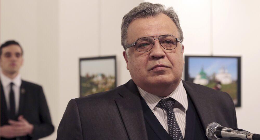 L'ambassadeur Andreï Karlov et son assassin
