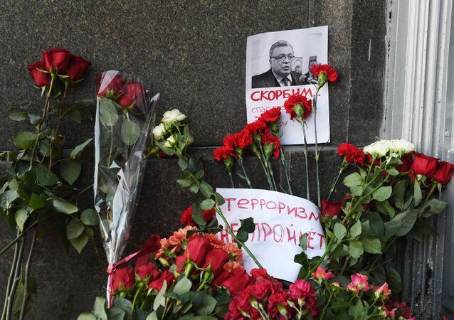 Fleurs devant le ministère russe des Affaires étrangères à Moscou