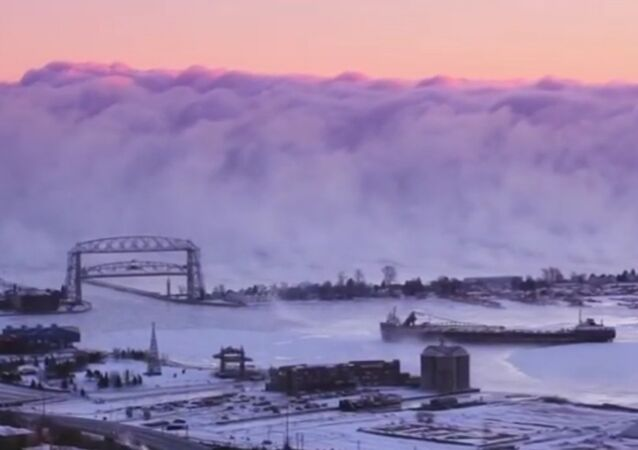 États-Unis: un mur de brouillard engloutit un port du Minnesota