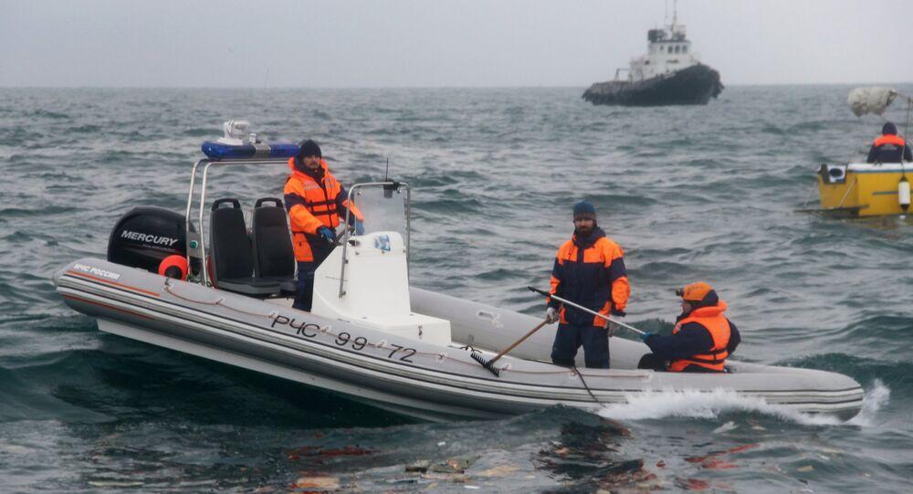 Des plongeurs retrouvent des débris du Tu-154 à une profondeur de 27 mètres