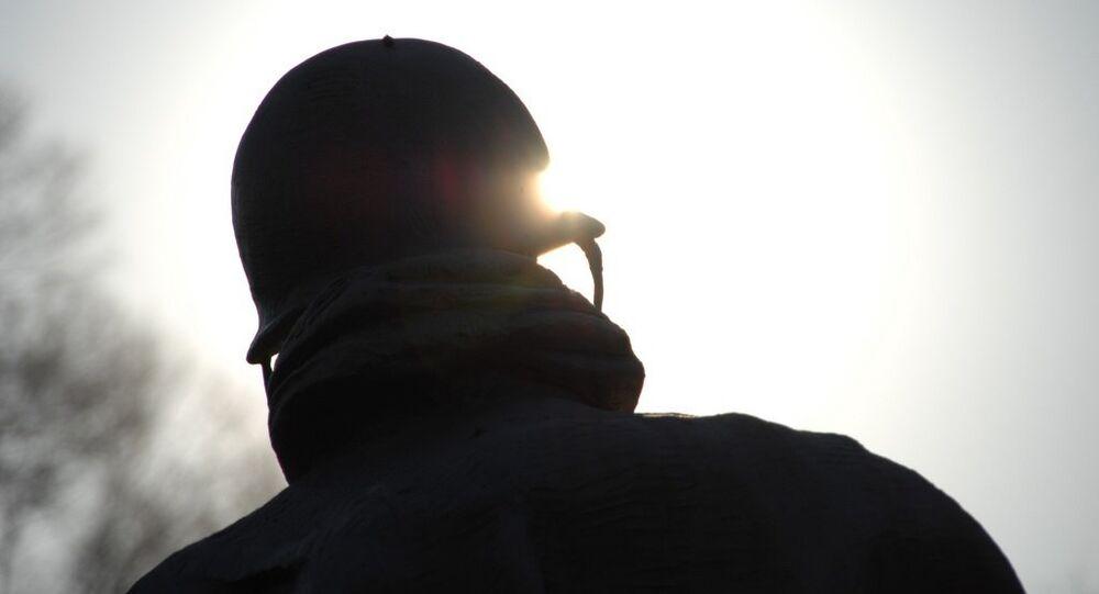 Un homme dans un casque. Image d'illustration
