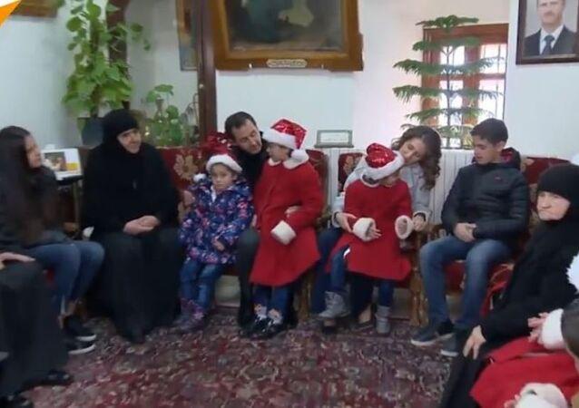 Le président syrien Bashar el-Assad visite un orphelinat au monastère de Saidnaya en Syrie