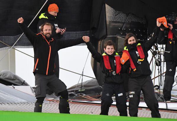 Le Français Thomas Coville bat le record du tour du monde à la voile en solitaire - Sputnik France