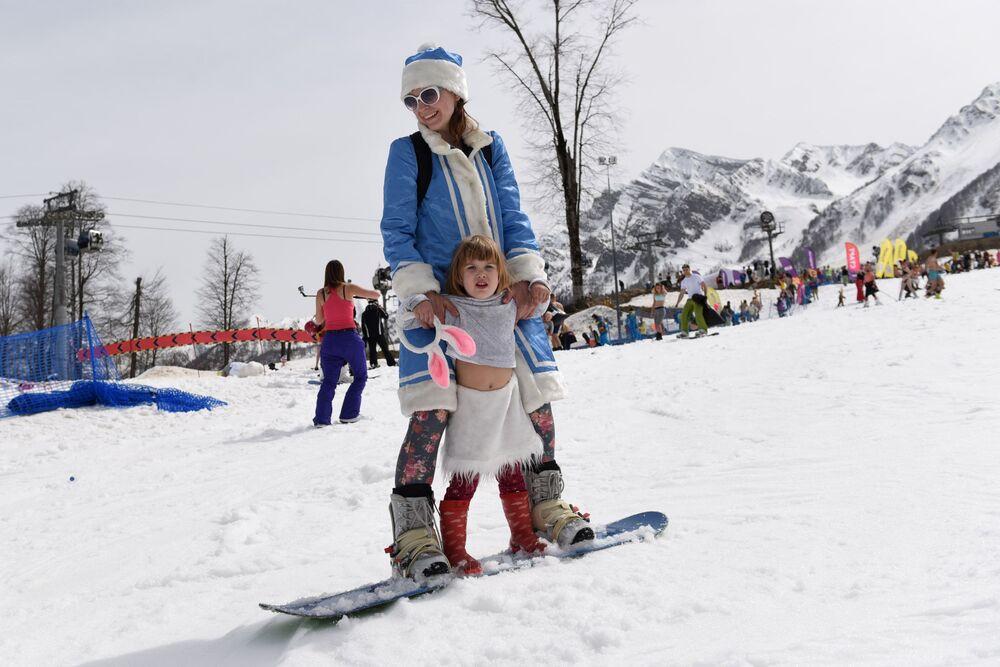 Filles des neiges russes vs. Santa Girls