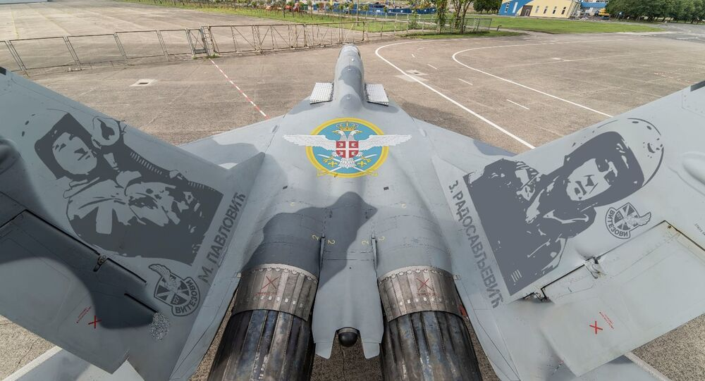 Des MiG-29 russes avec les effigies des pilotes-héros serbes