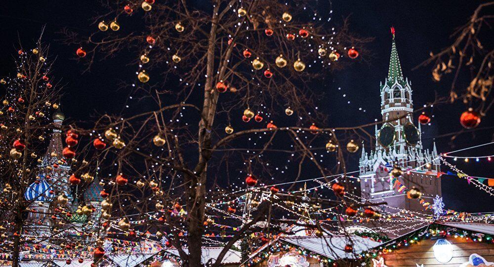 La Place Rouge de Moscou décorée pour les fêtes de fin d'année