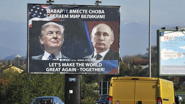 Cars pass by a billboard showing US President-elect Donald Trump and Russian President Vladimir Putin placed by pro-Serbian movement in the town of Danilovgrad on November 16, 2016 - Sputnik France