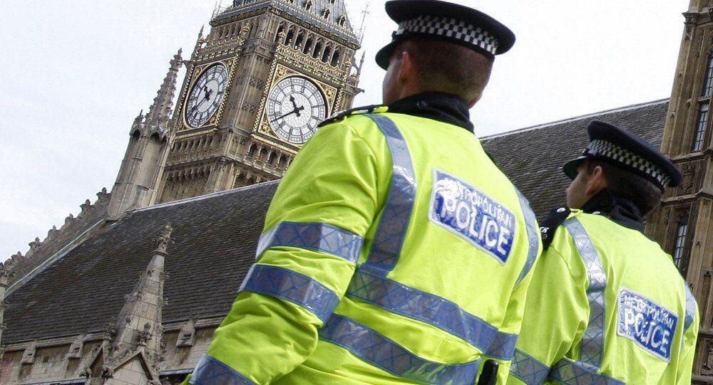Les vidéos des lieux de la fusillade près du parlement britannique