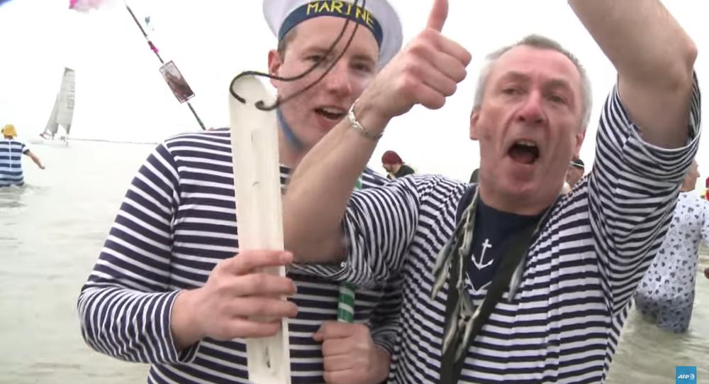 Nageurs dans la mer du Nord