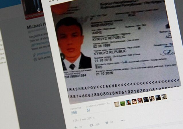 La photo du passeport du citoyen kirghize âgé de 28 ans et du nom d'Iakhe Mashrapov