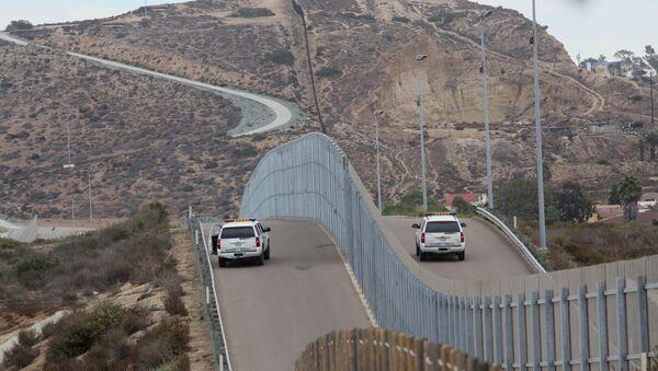 mur à la frontière Mexique-États-Unis - Sputnik France
