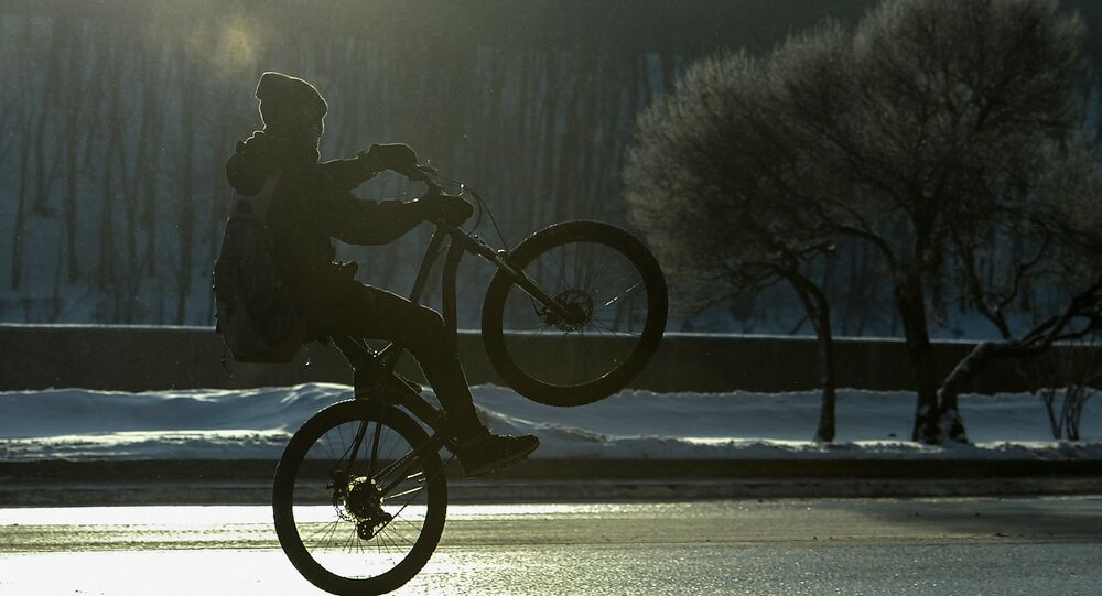 Le record Guinness du plus grand «vélo humain» est fracassé en Russie