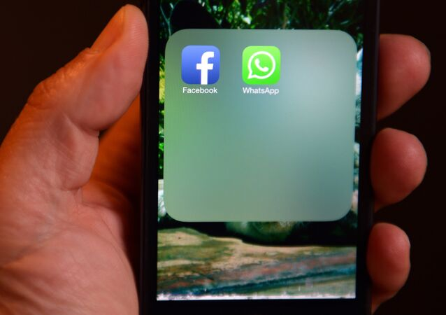 WhatsApp et Facebook messageries
