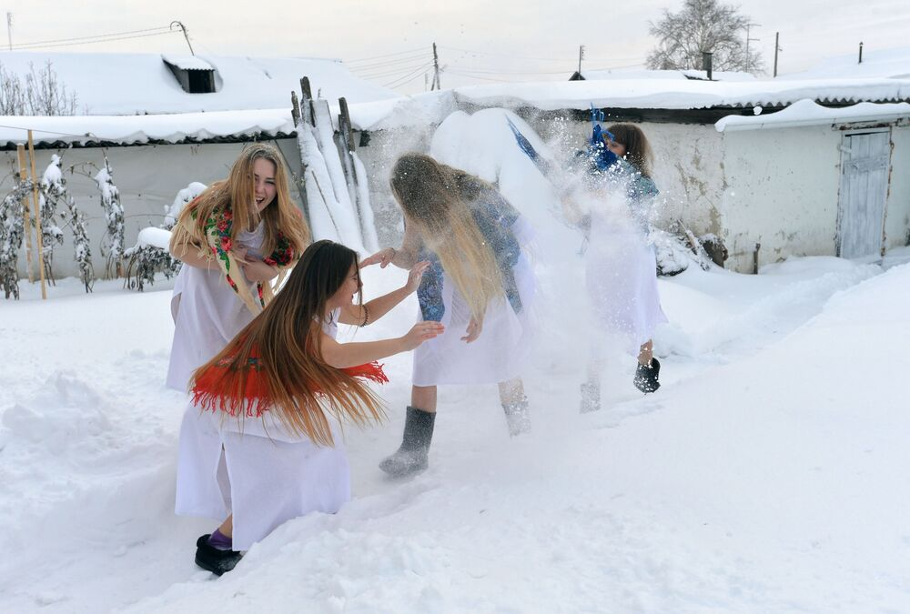 La fête de divinations et de chants de Noël dans le village de Petrovskoje  dans la région de Tcheliabinsk, en Russie