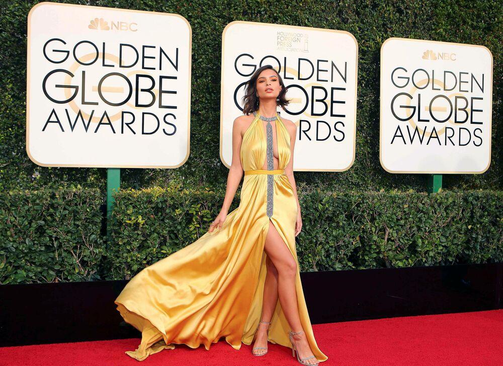 La comédienne Emily Ratajkowski avant la cérémonie de remise des prix  aux Golden Globes