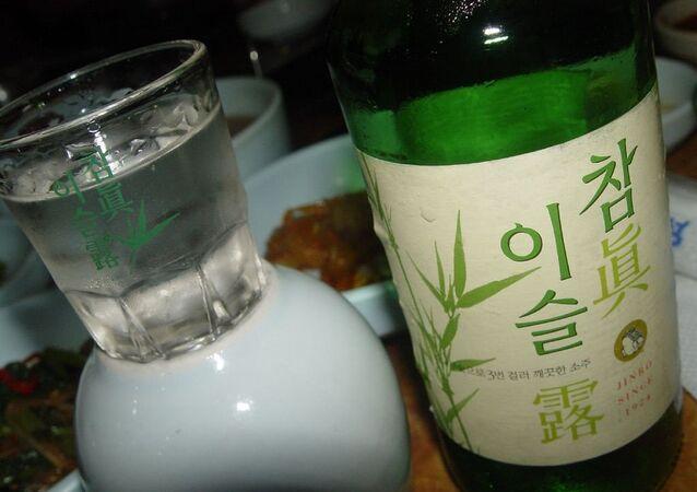 Soju, vodka coréen. Image d'illustration