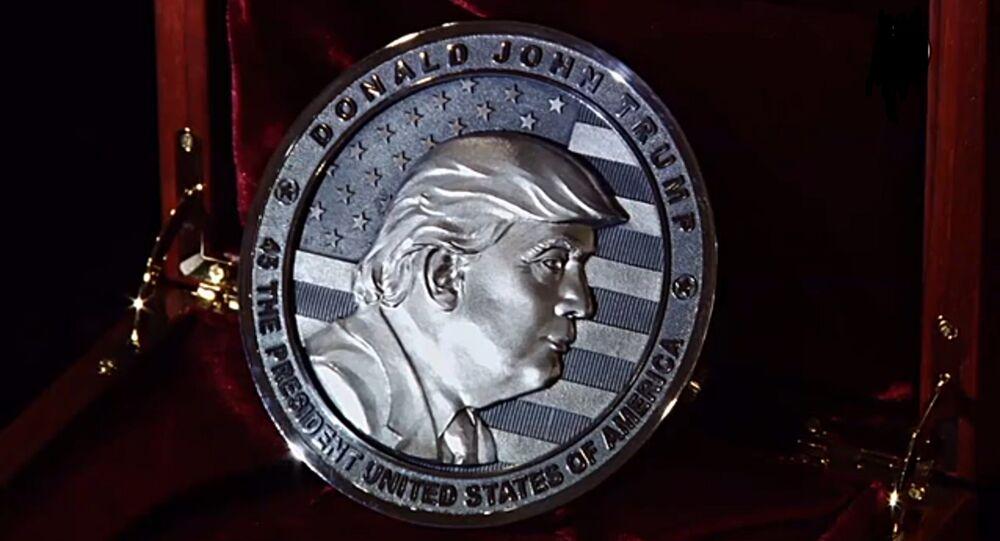 Le portrait de Donald Trump sur la pièce