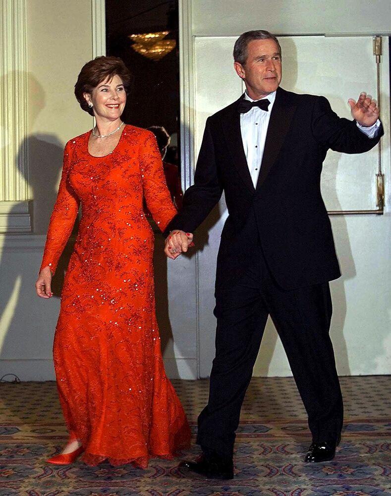 Le président américain George W. Bush et son épouse Laura à la Maison Blanche en 2001