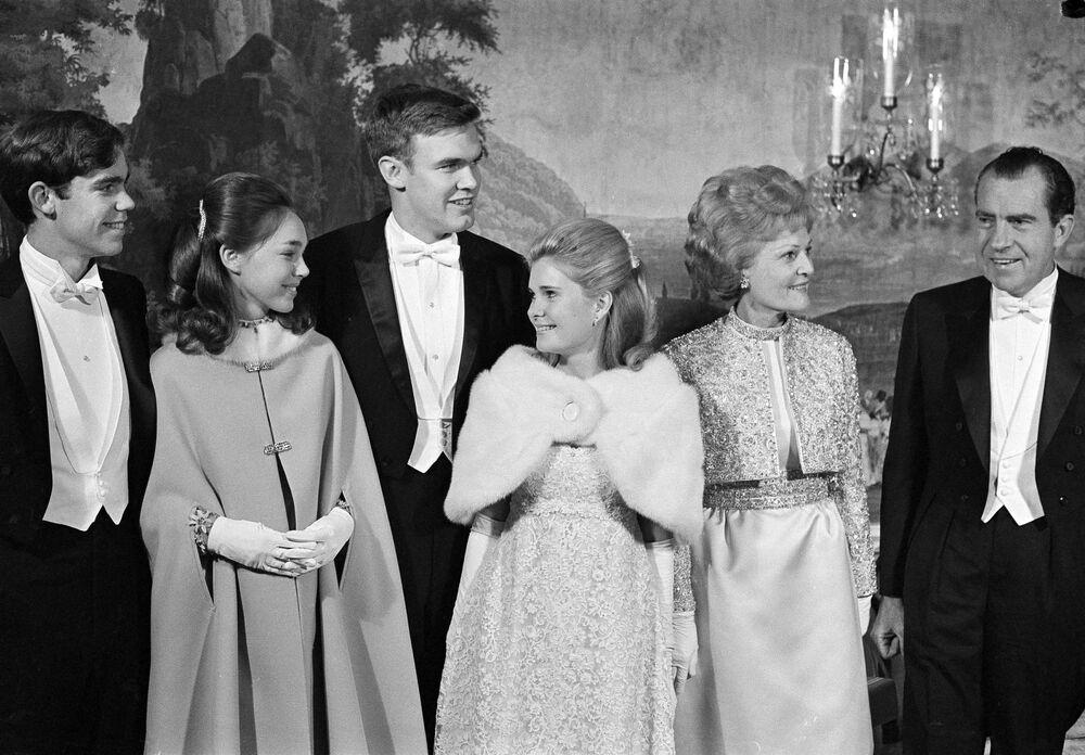 La famille du président américain Richard Nixon avant le bal organisé pour son investiture en 1969 à Washington