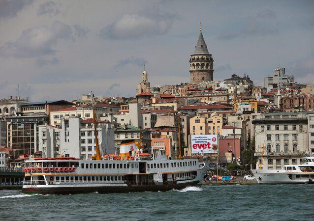 Le maire d'une ville turque se jette à l'eau pour sauver une inconnue