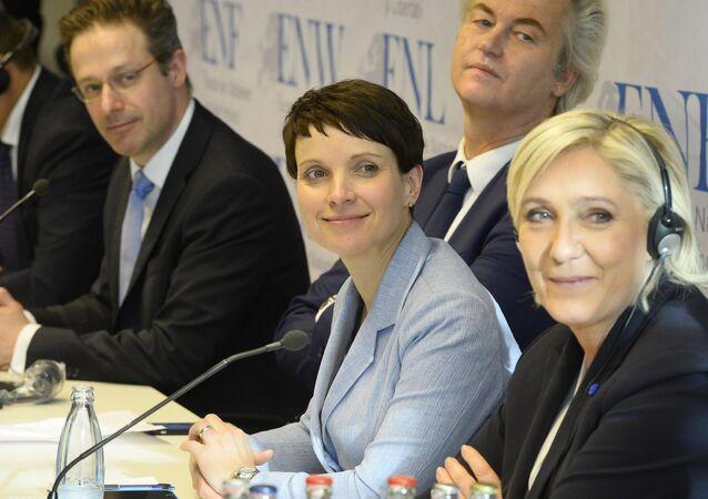 Marcus Pretzell, Geert Wilders, Frauke Petry et Marine Le Pen à Coblence