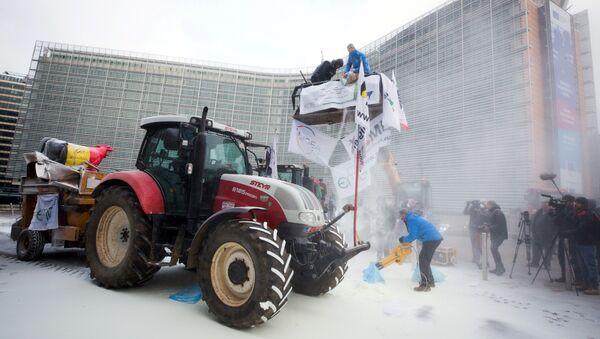 Action de l'European Milk Board lors d'une réunion des ministres de l'agriculture de l'UE, le 23 janvier 2017 - Sputnik France