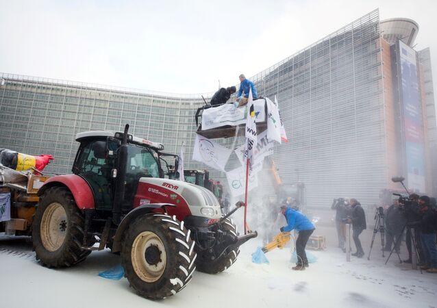 Action de l'European Milk Board lors d'une réunion des ministres de l'agriculture de l'UE, le 23 janvier 2017