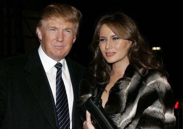 Donald Trump avec sa épouse Melania au manteau de fourrure. Archive photo