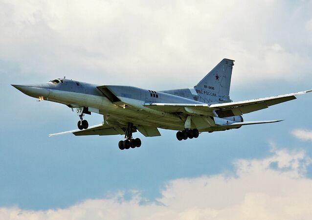 Un bombardier lance-missiles Tu-22M3