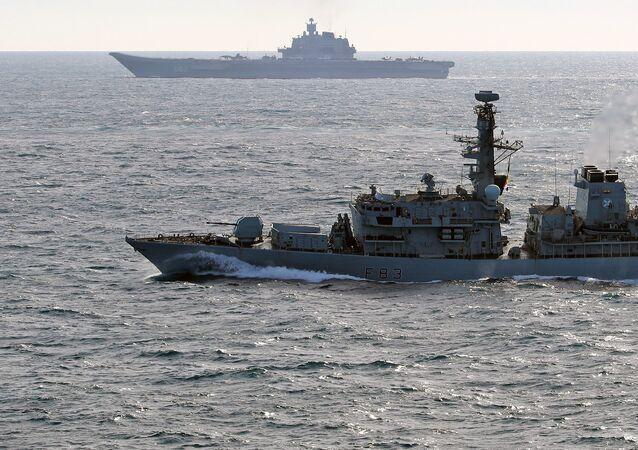 La Royal Navy escorte pendant trois jours une frégate russe en mer du Nord