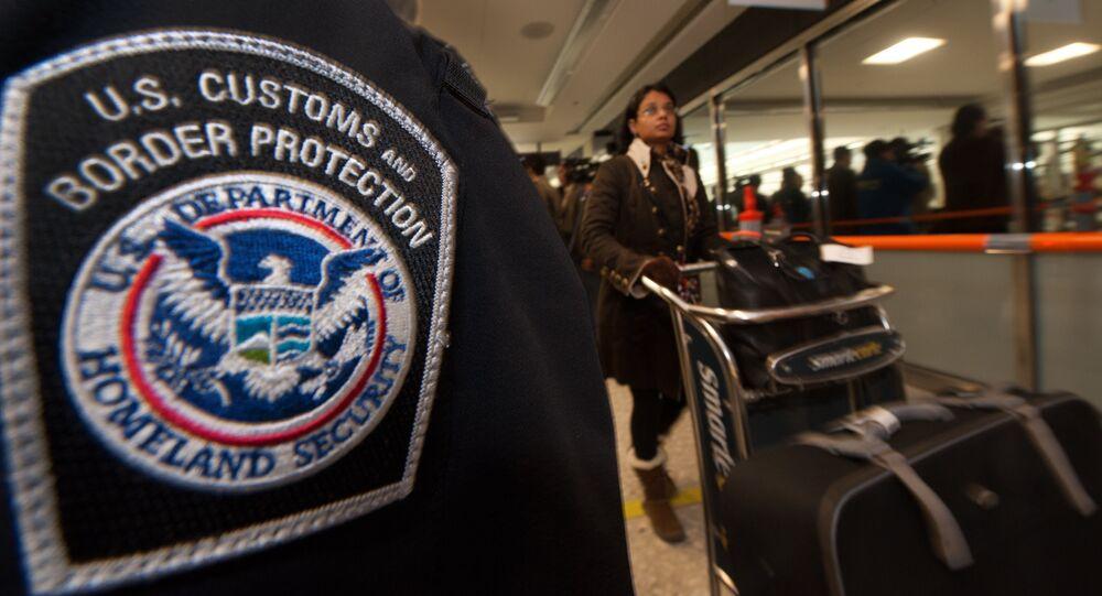 Les détenteurs de cartes vertes également touchés par le décret de Trump sur l'immigration