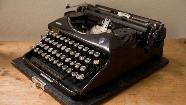 Portable typewriter from 1939 - Sputnik France