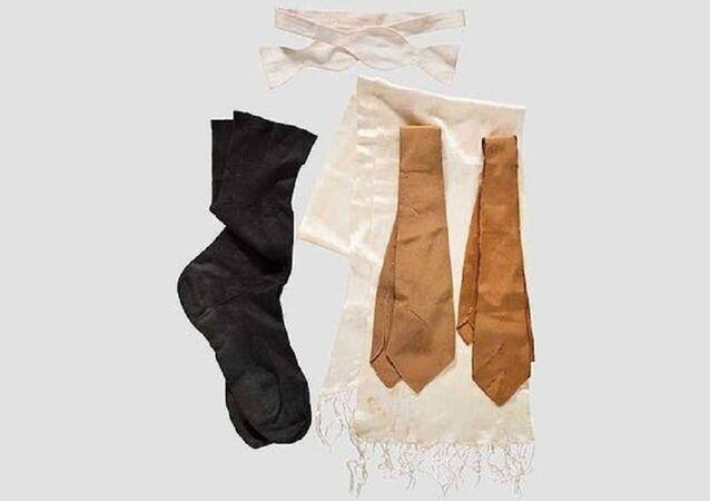 Des chaussettes et des cravates d'Adolf Hitler aux enchères