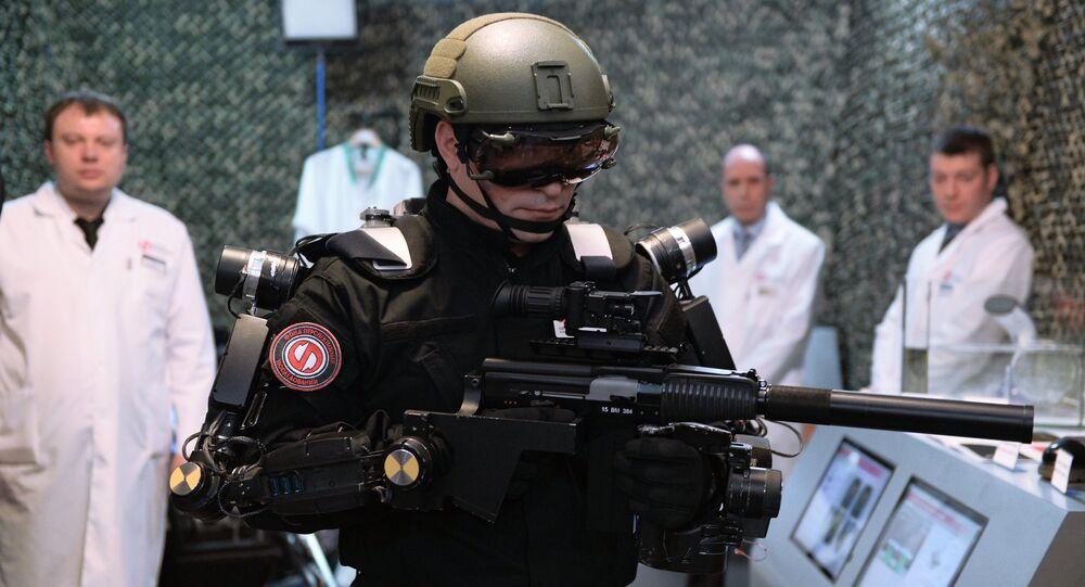 La présentation de l'exosquelette militaire au Conseil de la Fédération de Russie à Moscou
