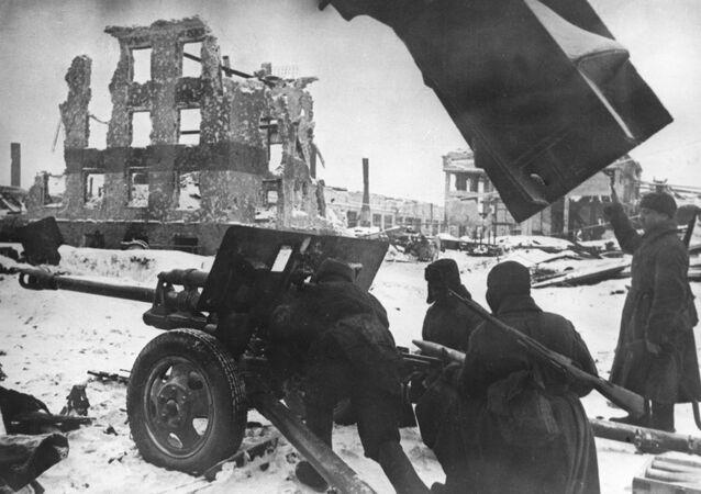 Des officiers d'infanterie soviétiques lors de combats de rue