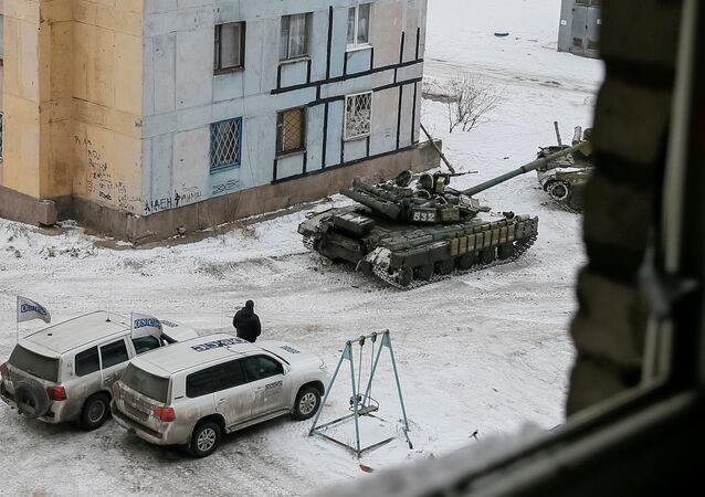 Donbass: les chars ukrainiens dans les rues d'Avdeïevka